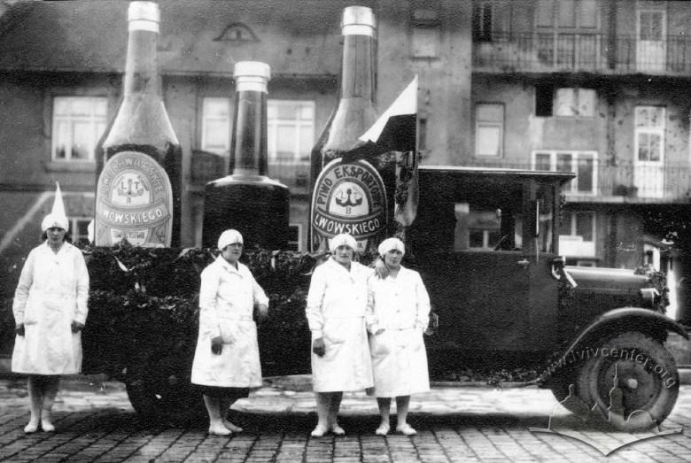 Lwowskie piwo na defiladzie w latach 30-tych