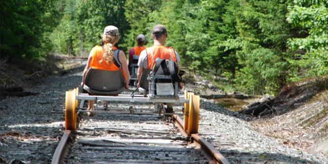 Być może kiedyś będziemy mogli pojechać tymi torami takim rowerem kolejowym?