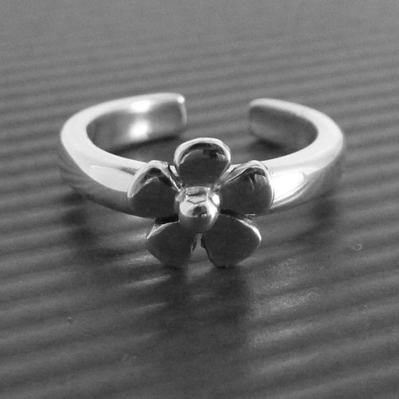 Daisy Toe Ring