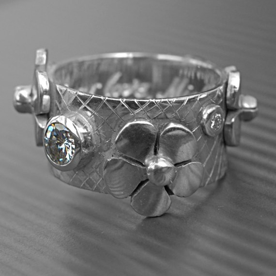 Diamond Ring With Daisys