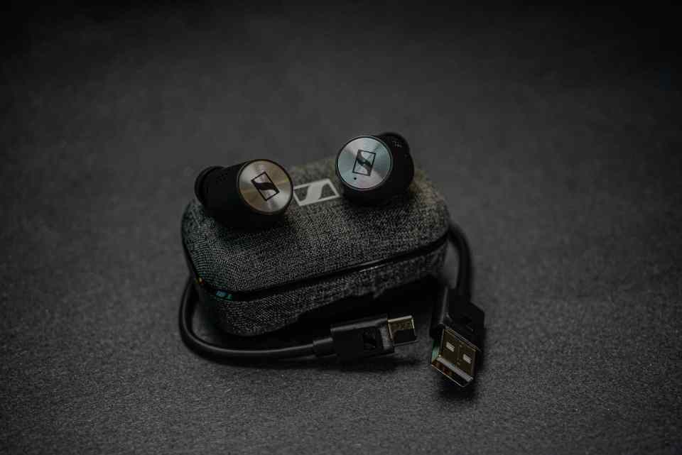 sennheiser momentum true wireless 2 earbuds 2020 lxry 4
