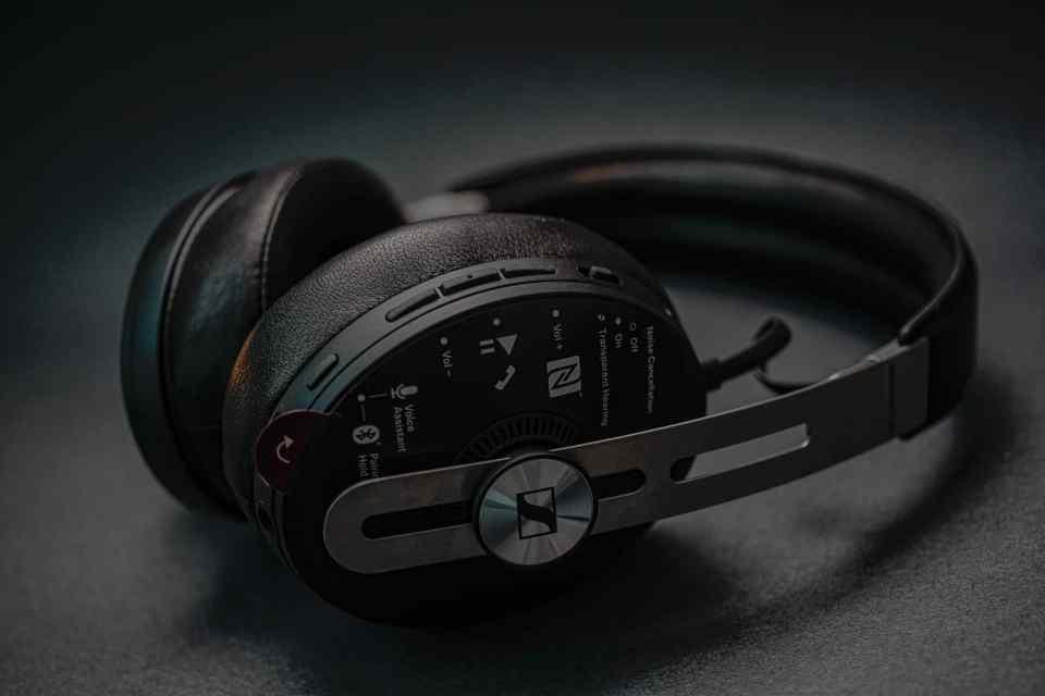 sennheiser momentum 3 bluetooth headphones 2021 lxry 1