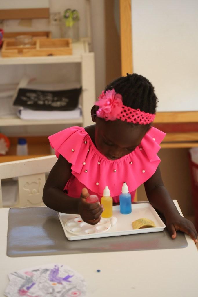 une eleve de maternelle, Les valeurs - lycée international montessori Athéna