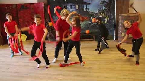 un spectacle de danse, maternelle en foret - fêtes et activités école montessori