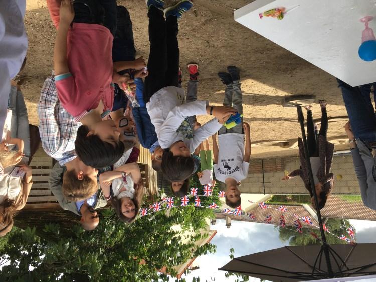 les enfants a la kermesse, maternelle en foret - fêtes et activités école montessori