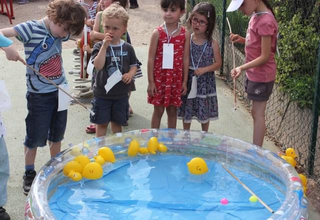 maternelle en foret - fêtes et activités école montessori, les petits a la peche a la ligne