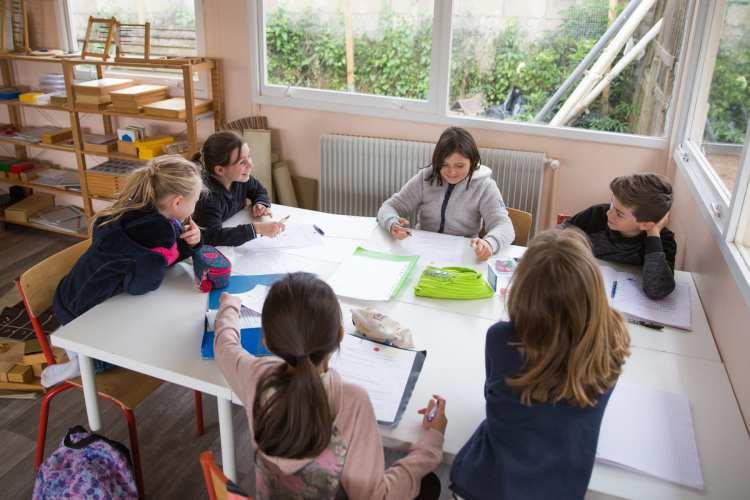 travailler avec nous - école Athéna -  Montessori