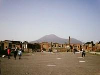 Pompéi, le Vésuve dominant le forum