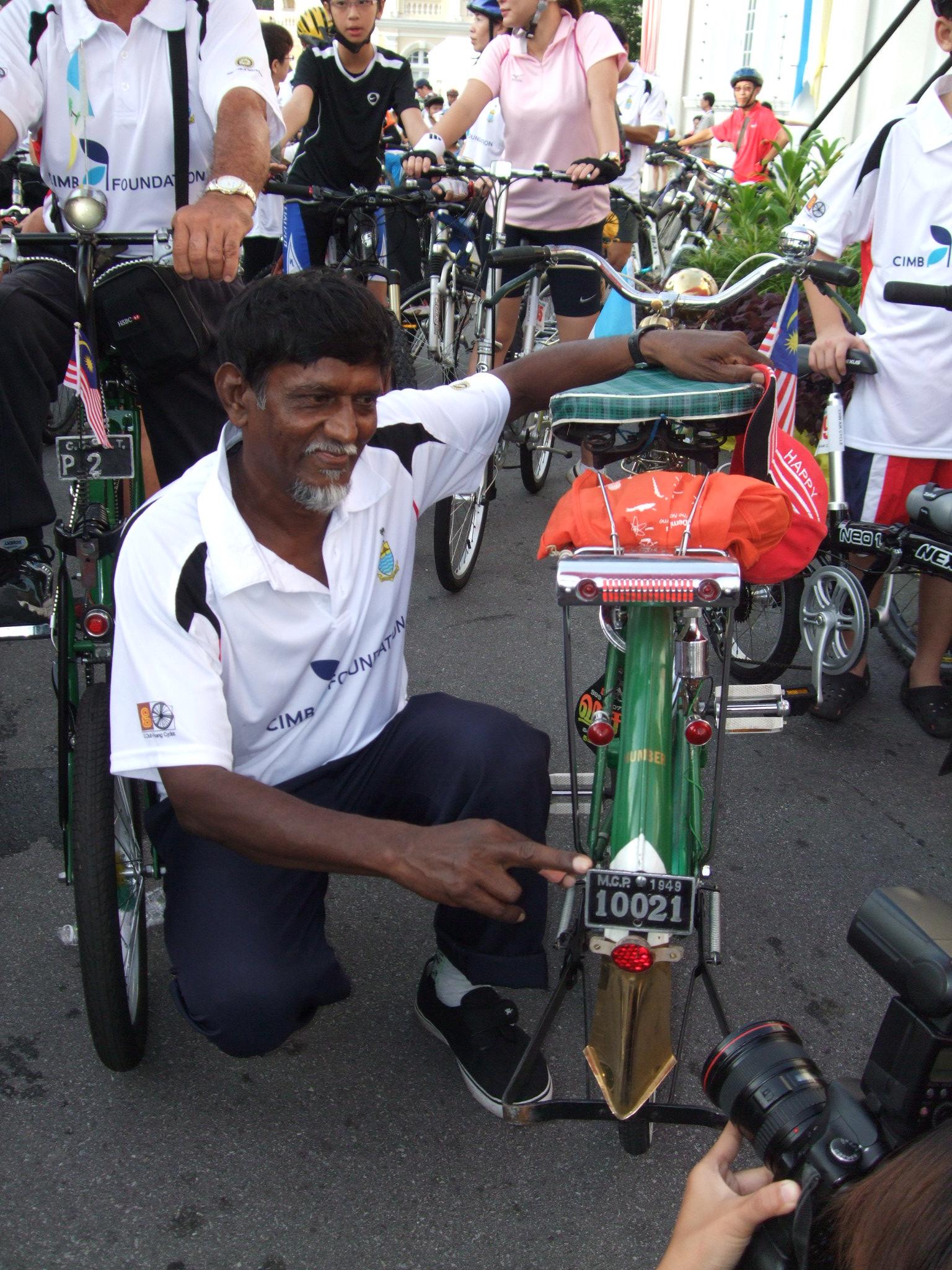 檳州腳車公會副秘書沙伊阿末更使用擁有腳車車牌的舊式腳車