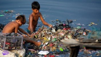 2 children sieving out rubbish in the river