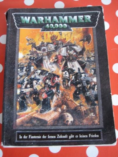 Regelbuch der 3. Edition von Warhammer 40k mit Armeelisten