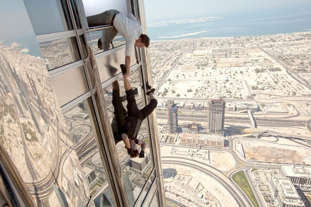 mission impossible ghost protocol - jeremy renner and tom cruise