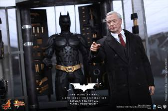 Hot Toys The Dark Knight Batman Armory - Alfred pointing