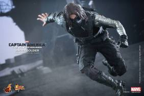 Hot Toys Captain America The Winter Soldier - Winter Soldier running
