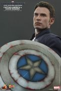 Hot Toys Captain America The Winter Soldier - Steve Rogers and shield
