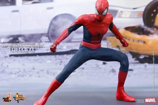 Hot Toys The Amazing Spider-Man 2 - Spider-Man battle pose