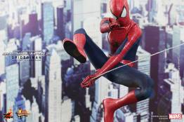 Hot Toys The Amazing Spider-Man 2 - Spider-Man swinging
