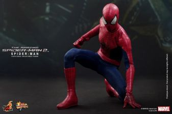 Hot Toys The Amazing Spider-Man 2 - Spidey posing