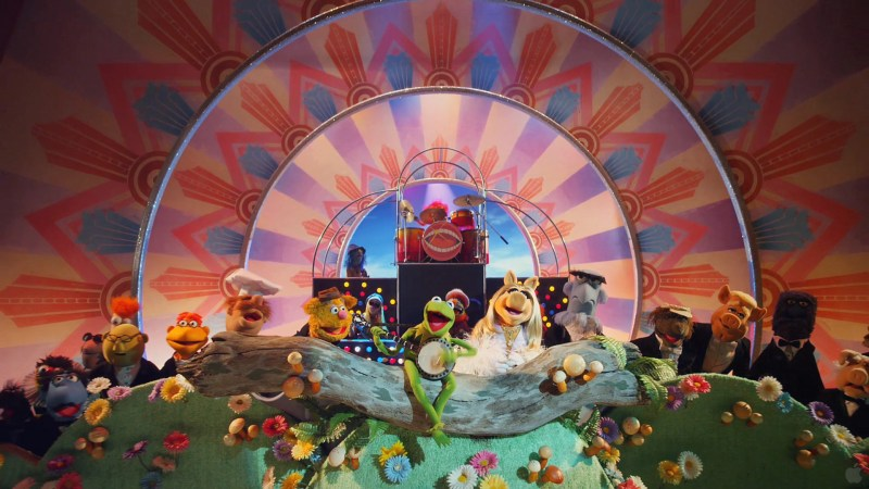 The Muppets 2011 - The Muppets singing Rainbow Connection
