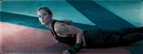 edge-of-tomorrow-emily-blunt-working-out-as-rita