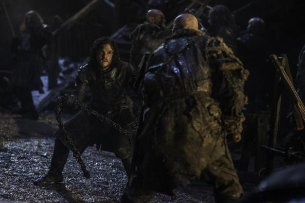game of thrones episode 9 - the watchers and the wall - jon snow fighting2