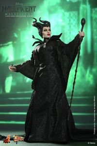 Hot Toys Maleficent - holding staff