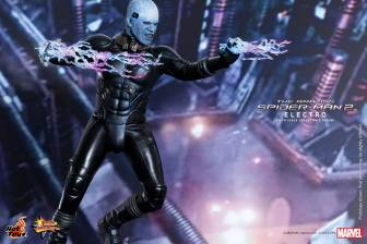 Hot Toys The Amazing Spider-Man 2 - Electro aiming lighting bolts
