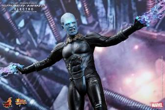 Hot Toys The Amazing Spider-Man 2 - Electro close up with bolts