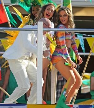 Pitbull, J-Lo and claudia leitte dancing