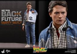 Hot Toys Back to the Future Marty McFly with newspaper