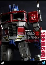 Hot Toys Gen 1 Optimus Prime - Starscream variant - vertical close up