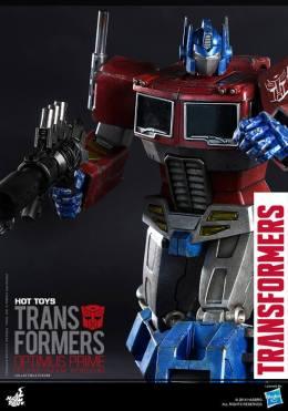 Hot Toys Gen 1 Optimus Prime - Starscream variant - vertical shot