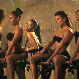 nicki-minaj-anaconda-with backup dancers
