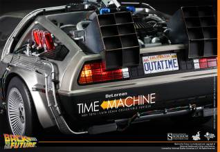 Hot Toys Back to the Future DeLorean rear close