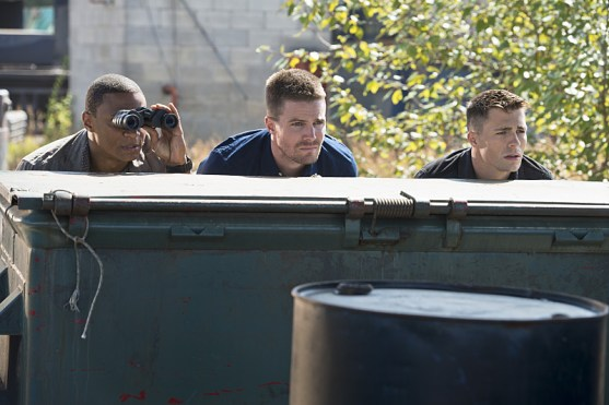 Arrow ep.3 - Corto Maltese - Diggle, Oliver and Roy