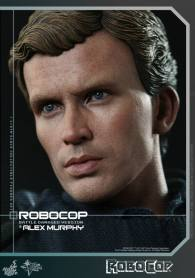 Hot Toys Robocop and Alex Murphy set - Murphy close up