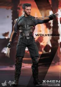 Hot Toys X-Men DOFP Wolverine - vertical posing claws