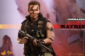 Hot Toys Commando - John Matrix figure - holding gun