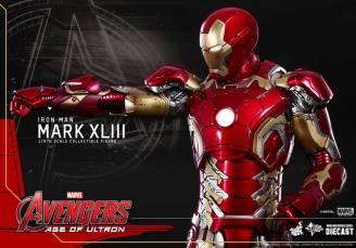 Hot Toys Iron Man Mark XLIII figure - aiming missle