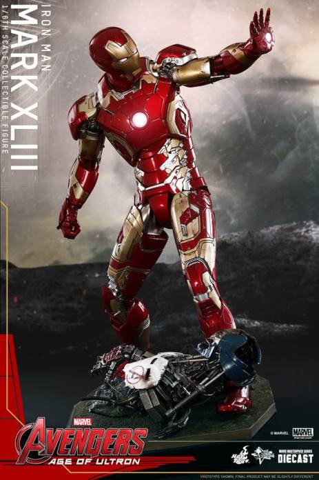 Hot Toys Iron Man Mark XLIII figure - aiming