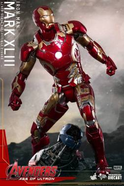 Hot Toys Iron Man Mark XLIII figure - looking up