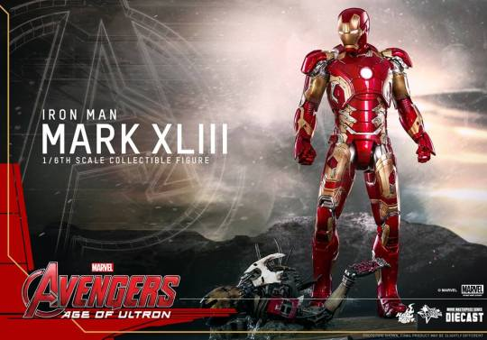 Hot Toys Iron Man Mark XLIII figure - main shot