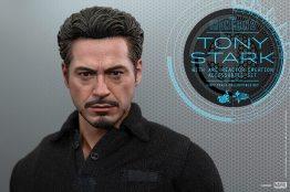Hot Toys Tony Stark Iron Man 2 figure - close Stark