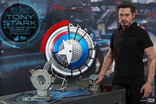 Hot Toys Tony Stark Iron Man 2 figure - side shot