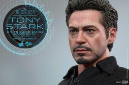 Hot Toys Tony Stark Iron Man 2 figure - side Stark shot