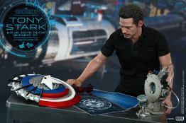 Hot Toys Tony Stark Iron Man 2 figure - working on set up