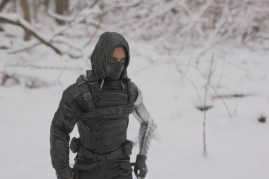 Hot Toys The Winter Soldier - walking off