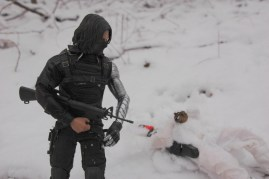 Hot Toys The Winter Soldier - with Snow-Job's gun close-up