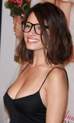 sarah-shahi-as hottest nerd ever