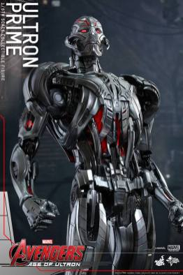Hot Toys Age of Ultron - Ultron Prime - at attention